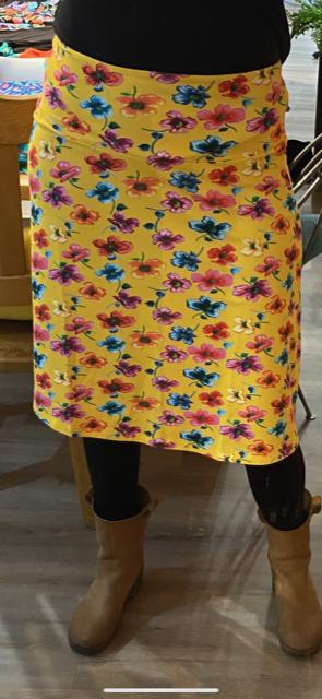 wemys-lien-en-giel-bodrum-rok-geel-met-bloemen